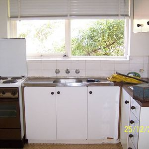 Walsh St kitchen before